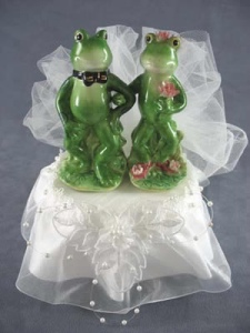 I couldn't resist this cute frog wedding cake topper!